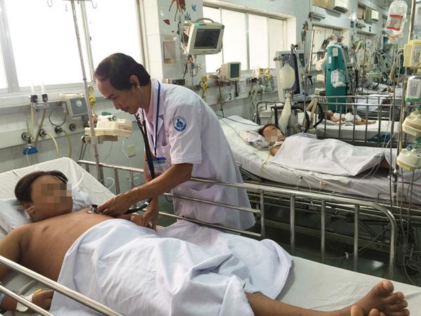 TP.HCM: Một bé trai 11 tuổi bị sốt xuất huyết cực nặng, trụy tim nguy kịch