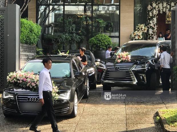 Cận cảnh dàn siêu xe vài chục tỷ đồng trong lễ đón dâu của Hoa hậu Thu Thảo diễn ra sáng nay - Ảnh 3.