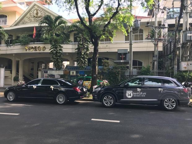 Cận cảnh dàn siêu xe vài chục tỷ đồng trong lễ đón dâu của Hoa hậu Thu Thảo diễn ra sáng nay - Ảnh 4.