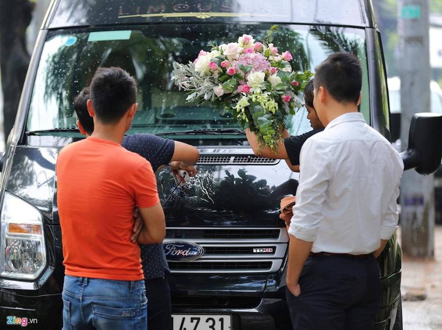 Dan sieu xe chuan bi cho le ruoc dau Hoa hau Dang Thu Thao hinh anh 7