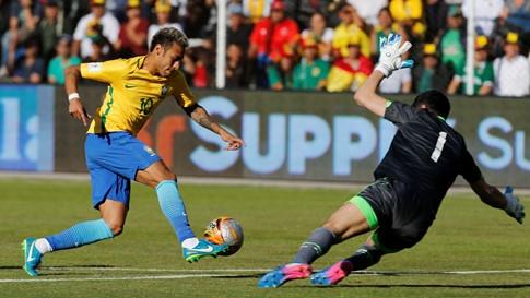 Cầu thủ Brazil phải thở bằng mặt nạ oxy sau trận đấu trên sân Bolivia - ảnh 2