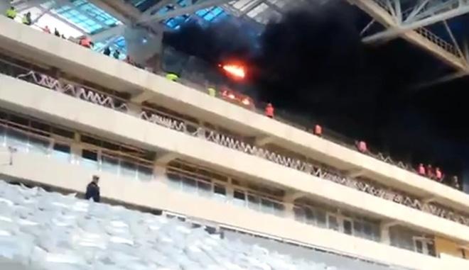 Cháy sân vận động tổ chức World Cup 2018 ở Nga - Ảnh 2.