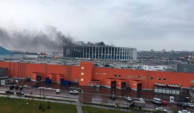 Cháy sân vận động tổ chức World Cup 2018 ở Nga - Ảnh 3.