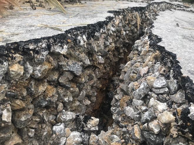 Con đường 68 tỷ ở Nghệ An: Sáng đi thấy một vết nứt, chiều về không thấy đường đâu nữa - Ảnh 5.