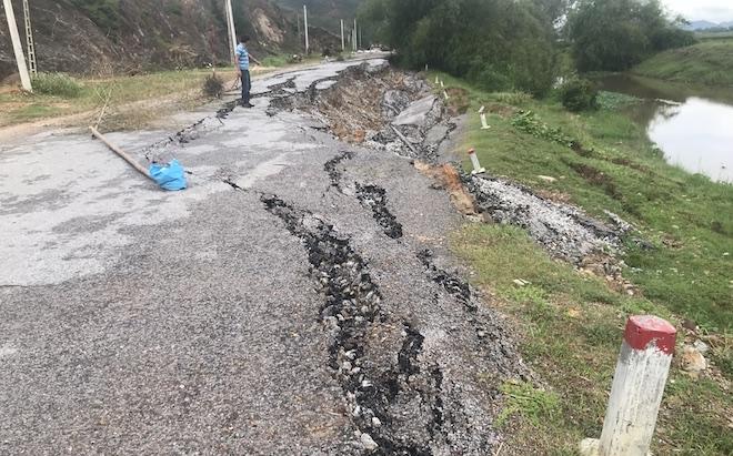 Con đường 68 tỷ ở Nghệ An: Sáng đi thấy một vết nứt, chiều về không thấy đường đâu nữa - Ảnh 9.