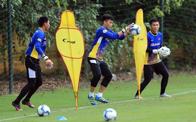 Các thủ môn đội tuyển Việt Nam cần thời gian để hoàn thiện mình - Ảnh: Gia Hưng