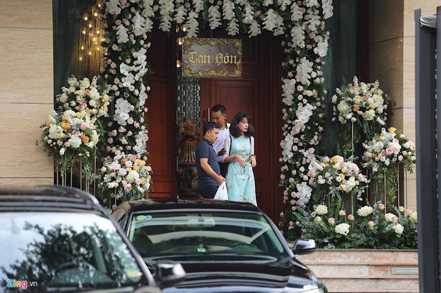 Dan sieu xe chuan bi cho le ruoc dau Hoa hau Dang Thu Thao hinh anh 4