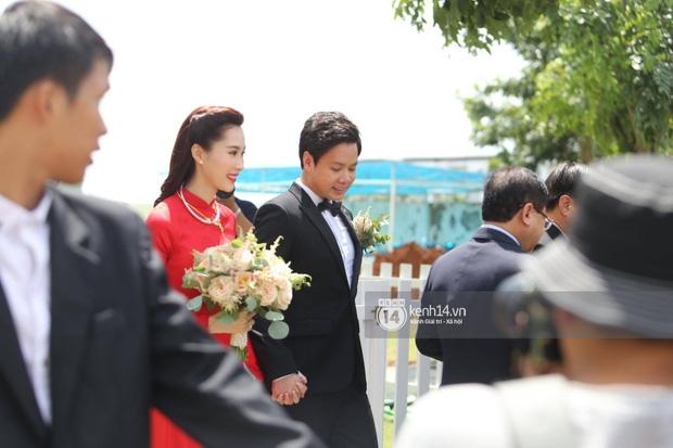 Diện áo dài đỏ rực, cô dâu Thu Thảo tiếp tục đốn tim fan bằng nhan sắc vô cùng rạng rỡ và xinh đẹp - Ảnh 2.