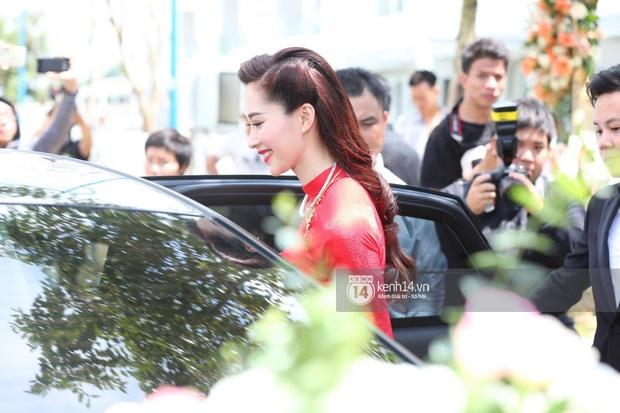 Diện áo dài đỏ rực, cô dâu Thu Thảo tiếp tục đốn tim fan bằng nhan sắc vô cùng rạng rỡ và xinh đẹp - Ảnh 3.