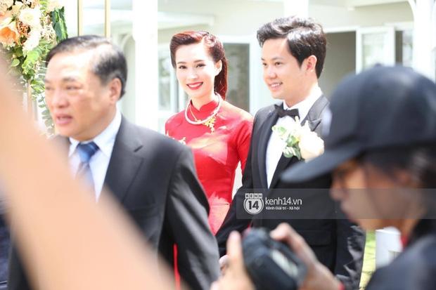 Diện áo dài đỏ rực, cô dâu Thu Thảo tiếp tục đốn tim fan bằng nhan sắc vô cùng rạng rỡ và xinh đẹp - Ảnh 4.