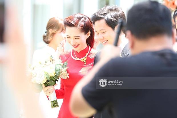 Diện áo dài đỏ rực, cô dâu Thu Thảo tiếp tục đốn tim fan bằng nhan sắc vô cùng rạng rỡ và xinh đẹp - Ảnh 5.