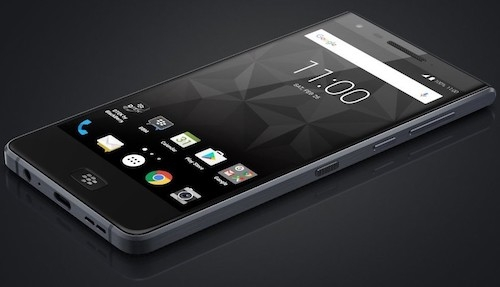 dien-thoai-blackberry-chong-nuoc-dau-tien-lo-anh