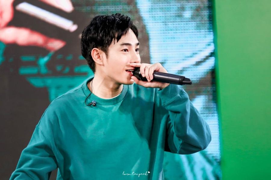 Nhung doi thu 'nang ky' cua Dam Vinh Hung tai MTV EMA 2017 hinh anh 6