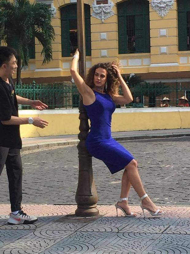 Tạo dáng chuyên nghiệp như Huyền My và dàn Hoa hậu các nước còn phải chào thua thí sinh đặc biệt này! - Ảnh 10.
