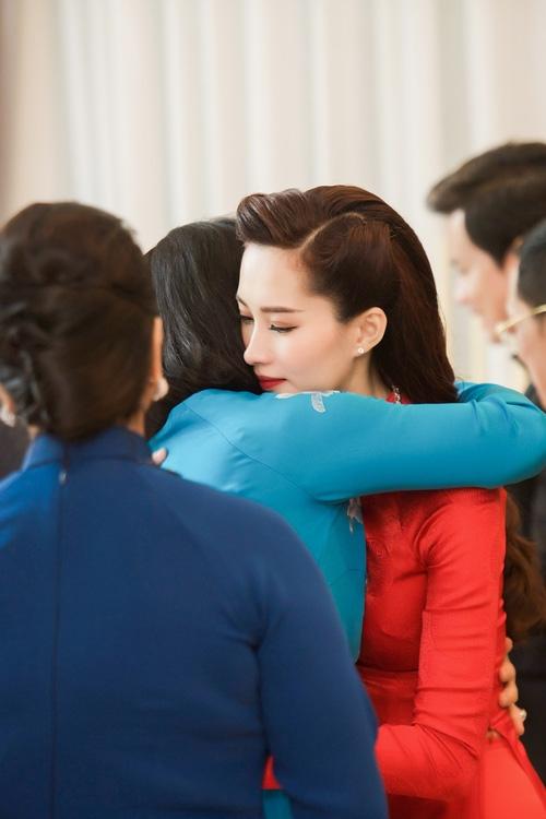 Toàn cảnh lễ rước dâu: Đặng Thu Thảo rơm rớm nước mắt bên ông xã Trung Tín - Ảnh 4.