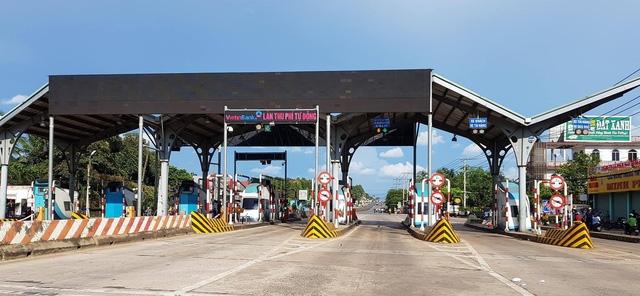Trạm thu phí BOT tuyến tránh Biên Hòa đã tạm ngưng hoạt động do các tài xế liên tục sử dụng tiền lẻ để phản đối vị trí đặt trạm không phù hợp.