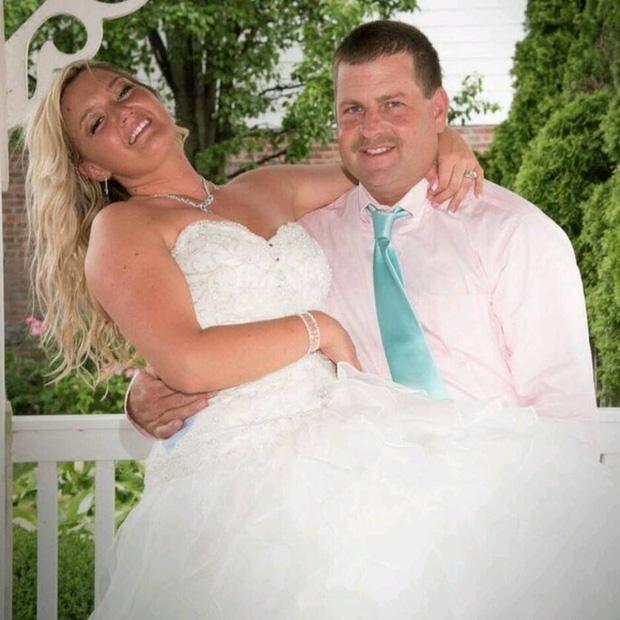 Trong hôn lễ, chú rể bảo cô dâu nhường chỗ cho một người, cô nghẹn ngào đứng sang một bên - Ảnh 7.