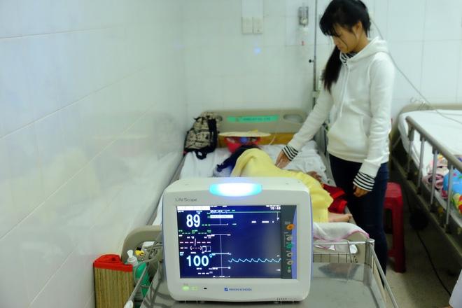 Vụ tai nạn kinh hoàng ở Tây Ninh: Con gái bị xuất huyết não, mẹ chỉ biết khóc nguyện cầu cho con - Ảnh 1.