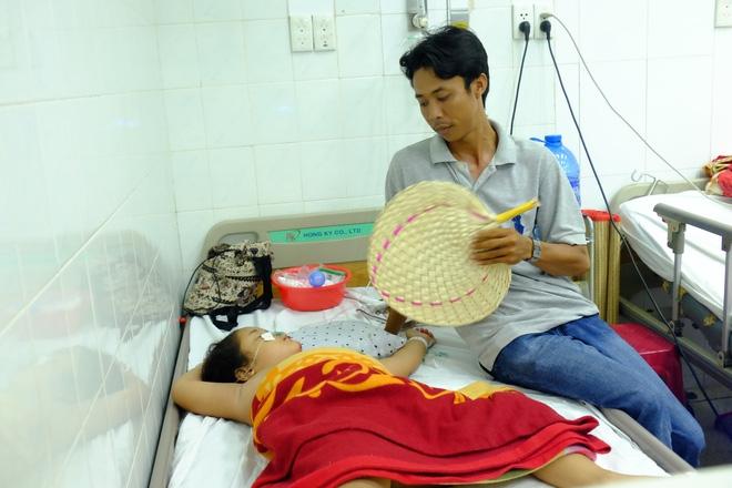 Vụ tai nạn kinh hoàng ở Tây Ninh: Con gái bị xuất huyết não, mẹ chỉ biết khóc nguyện cầu cho con - Ảnh 4.