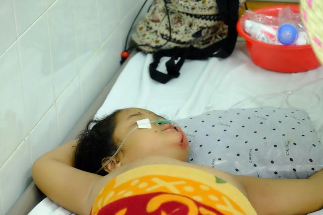 Vụ tai nạn kinh hoàng ở Tây Ninh: Con gái bị xuất huyết não, mẹ chỉ biết khóc nguyện cầu cho con - Ảnh 9.