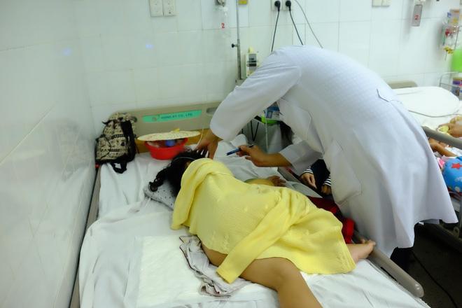Vụ tai nạn kinh hoàng ở Tây Ninh: Con gái bị xuất huyết não, mẹ chỉ biết khóc nguyện cầu cho con - Ảnh 10.