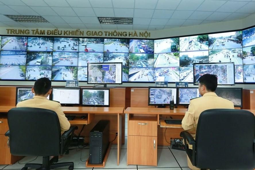 Hàng trăm camera giao thông được lắp đặt tại Hà Nội để ghi hình những vi phạm giao thông. Ảnh: H.N