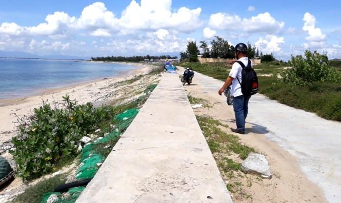Thiếu nữ bị nhóm 'yêu râu xanh' hãm hại trên bờ kè biển - ảnh 1