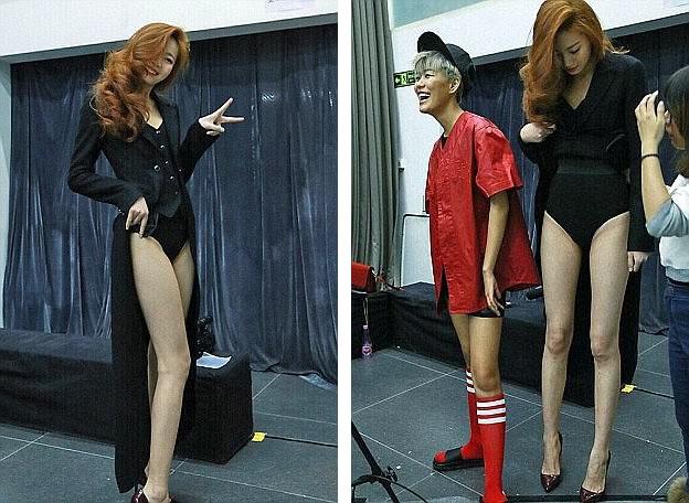"""Dong Lei đã tham gia một số chương trình tuyển chọn người mẫu của truyền hình Trung Quốc và luôn gây choáng ngợp bởi đôi chân dài """"miên man""""."""