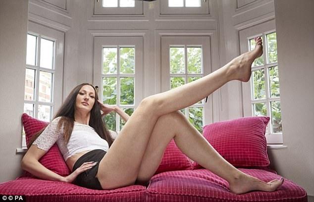 Người mẫu Ekaterina Lisina, đến từ nước Nga sở hữu chiều cao 2m05, hiện cô là người mẫu có đôi chân dài nhất thế giới, lên tới 133cm.