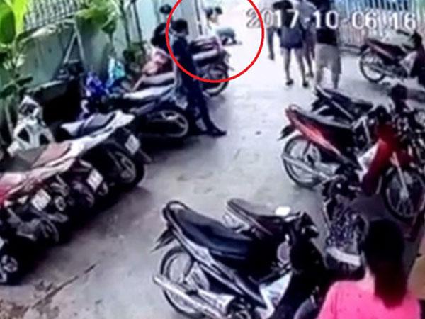 Tài xế taxi bị đánh gãy xương hàm vì can ngăn 2 nhóm thanh niên xô xát