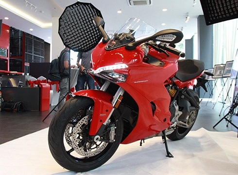 ducati-supersport-moto-duong-pho-ve-viet-nam-gia-hon-nua-ty-1