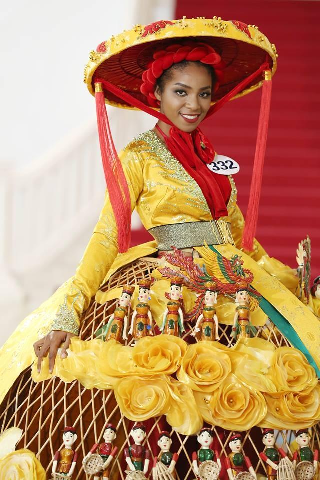 Giới thiệu bản thân bằng tiếng Anh, thí sinh Hoa hậu Hoàn vũ như hét vào mặt khán giả  - Ảnh 2.