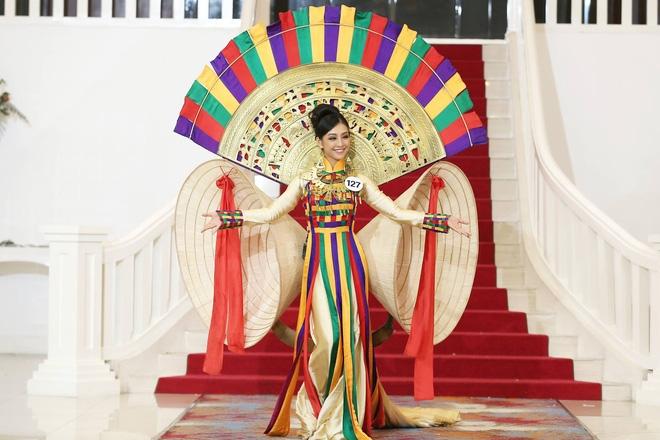 Giới thiệu bản thân bằng tiếng Anh, thí sinh Hoa hậu Hoàn vũ như hét vào mặt khán giả  - Ảnh 5.