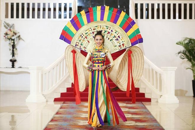 Giới thiệu bản thân bằng tiếng Anh, thí sinh Hoa hậu Hoàn vũ như hét vào mặt khán giả  - Ảnh 6.