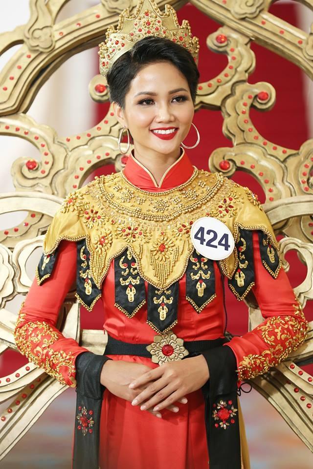 Giới thiệu bản thân bằng tiếng Anh, thí sinh Hoa hậu Hoàn vũ như hét vào mặt khán giả  - Ảnh 8.