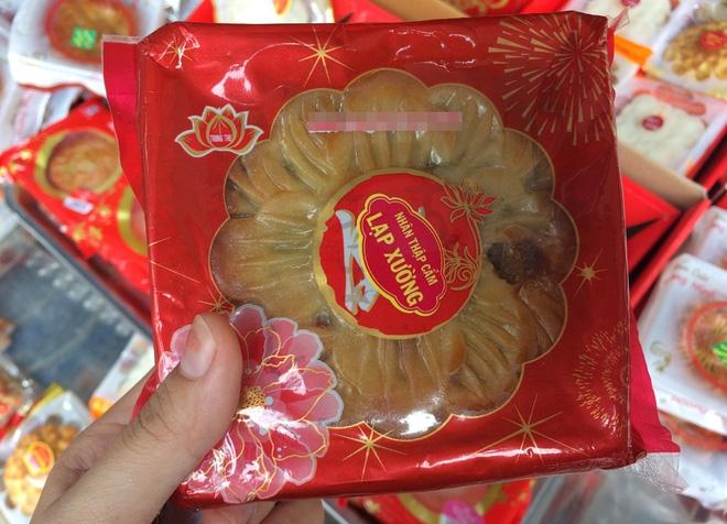 Hà Nội: Hết Rằm bánh Trung thu siêu rẻ lên ngôi, dân bán đổ đống trong sọt vẫn hút khách - Ảnh 4.