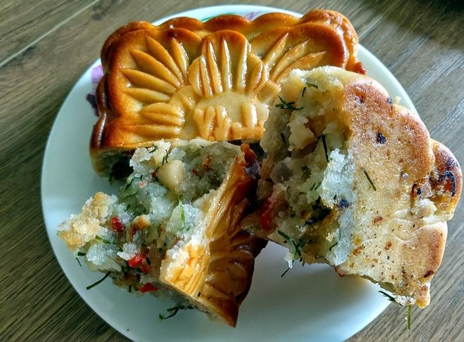 Hà Nội: Hết Rằm bánh Trung thu siêu rẻ lên ngôi, dân bán đổ đống trong sọt vẫn hút khách - Ảnh 7.