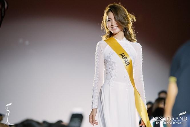 Người đẹp Nhật Bản bất ngờ xuất hiện trong bộ áo dài trắng tại Miss Grand International 2017