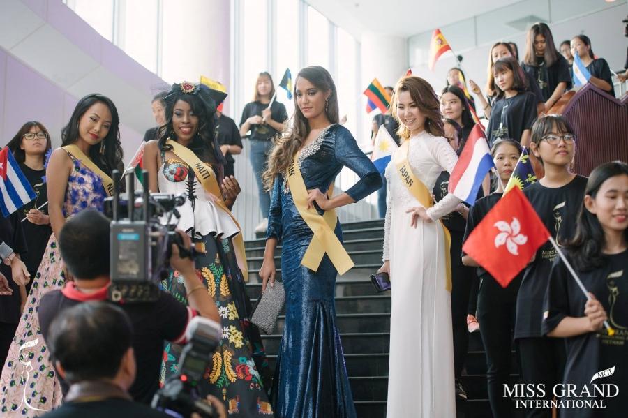 Người đẹp Nhật Bản tiết lộ lý do chọn áo dài xuất hiện tại Miss Grand International - ảnh 1