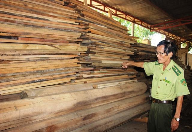 Cơ quan chức năng đang tạm giữ lô gỗ có khối lượng lớn không có giấy tờ được phát hiện tại Nhà máy sản xuất dăm gỗ Tường Sơn tại xã Hoài Sơn (trực thuộc Công ty Cổ phần đầu tư - Kinh doanh tổng hợp Thương Thảo). Cơ quan chức năng xác định lô gỗ này được vận chuyển từ khu vực rừng bị phá (xã An Hưng).