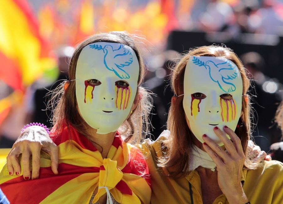 Bien nguoi Catalonia phan doi doc lap, the trung thanh voi Tay Ban Nha hinh anh 3