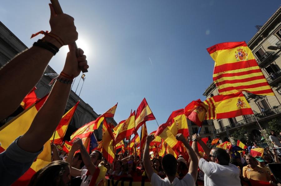 Bien nguoi Catalonia phan doi doc lap, the trung thanh voi Tay Ban Nha hinh anh 6