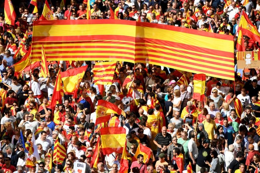 Bien nguoi Catalonia phan doi doc lap, the trung thanh voi Tay Ban Nha hinh anh 7