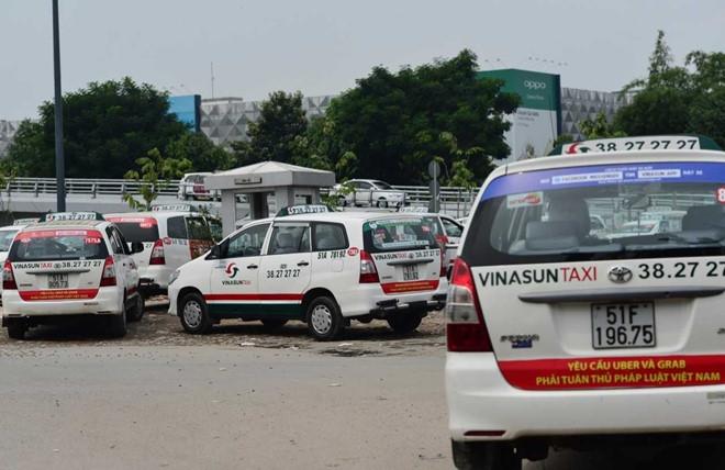 Bo Cong Thuong dang xem xet viec dan khau hieu phan doi Uber, Grab hinh anh 1