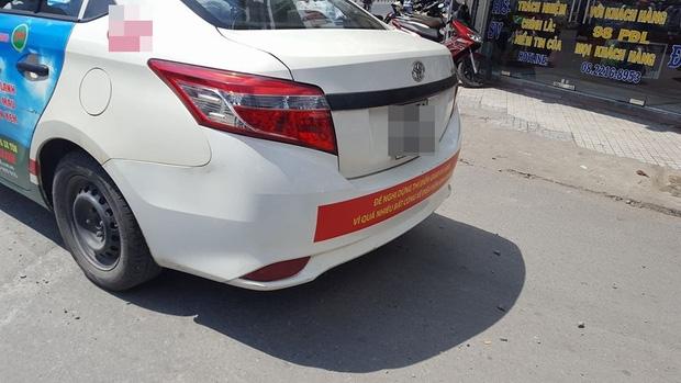 Hàng loạt taxi ở Sài Gòn dán decal phản đối Uber và Grab, Đại diện Vinasun nói: Tài xế tự phát, nhưng khẩu hiệu không - Ảnh 3.
