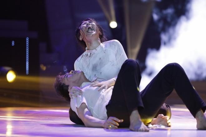 Ôm chồng gào khóc nức nở, mẹ một con Thanh Huyền làm Trấn Thành bật khóc - Ảnh 3.