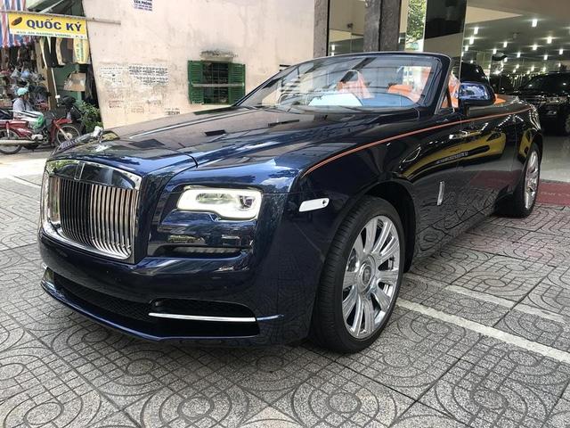 Rolls-Royce Dawn 25 tỷ Đồng bất ngờ xuất hiện tại Sài thành - Ảnh 2.