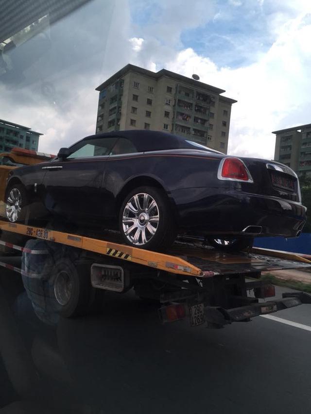 Rolls-Royce Dawn 25 tỷ Đồng bất ngờ xuất hiện tại Sài thành - Ảnh 3.