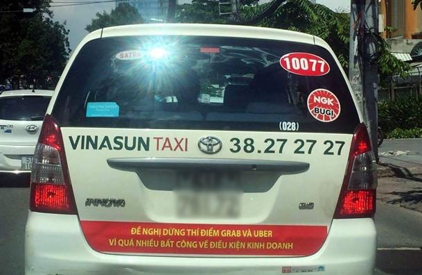 Tai xe Vinasun goi nhau go bo khau hieu phan doi Uber, Grab hinh anh 1