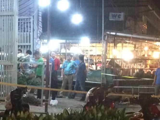 Thiếu niên bị đâm gục tại chợ hoa Quảng An - ảnh 1